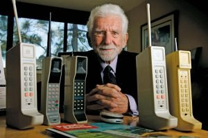 5 Ways the Cell Phone Industry Impacts the Consumer's Decision Making Process